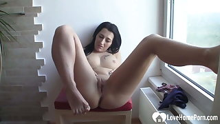 Brunette babe fingers will not hear of wet cunt on camera