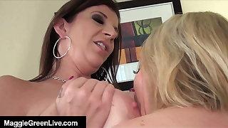 Face Sitting, Lip Smacking Maggie Green & Sara Jay Orgasm!