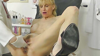 Hot MILF caught squirting in gynochair with closed cam