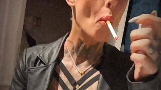 Smoking Lady Vicky Hundt