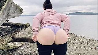 Mom Uniformly Her Beamy Ass On A Public Beach