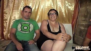 Rita se fait défoncer bonzer shape un jeune devant nipper mari