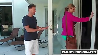 RealityKings - Milf Huntswoman - (Levi Cash) (Rachel Sterling) - Pussy Pearls